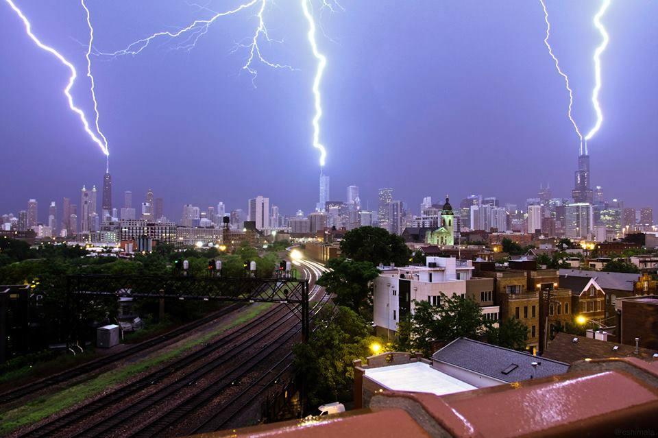 Trigubas žaibas virš Čikagos