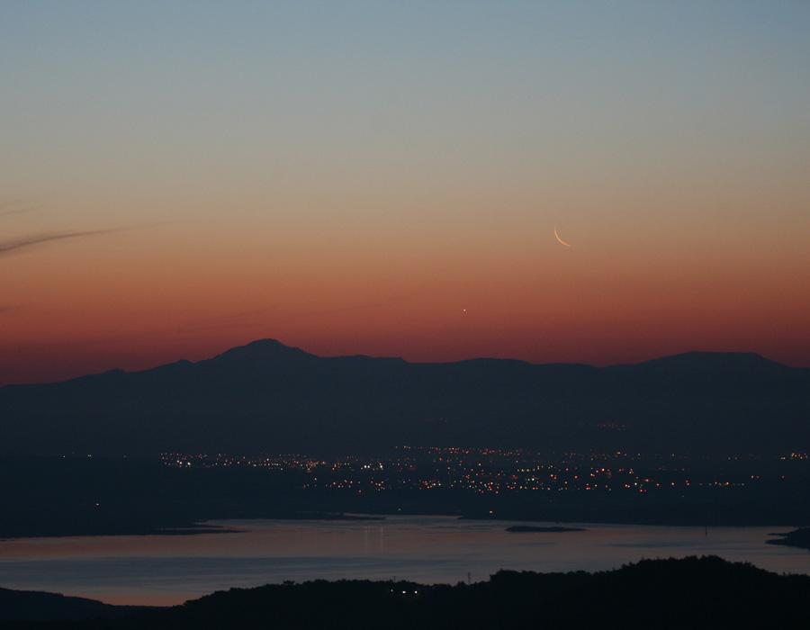 menulis-ir-venera-rytiniame-horizonte