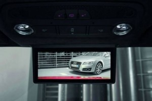 skaitmeninis-galinio-vaizdo-veidrodelis-is-automobiliu-sporto-i-serijine-gamyba